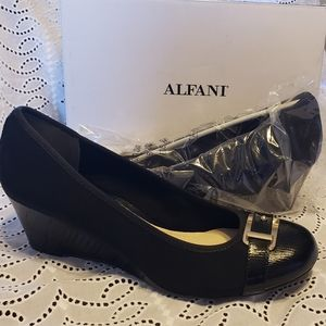 NIB New ALFANI Black Wedge Women Sz 12
